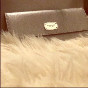 🖤New Michael Kors Gray Sparkly Full Size Wallet